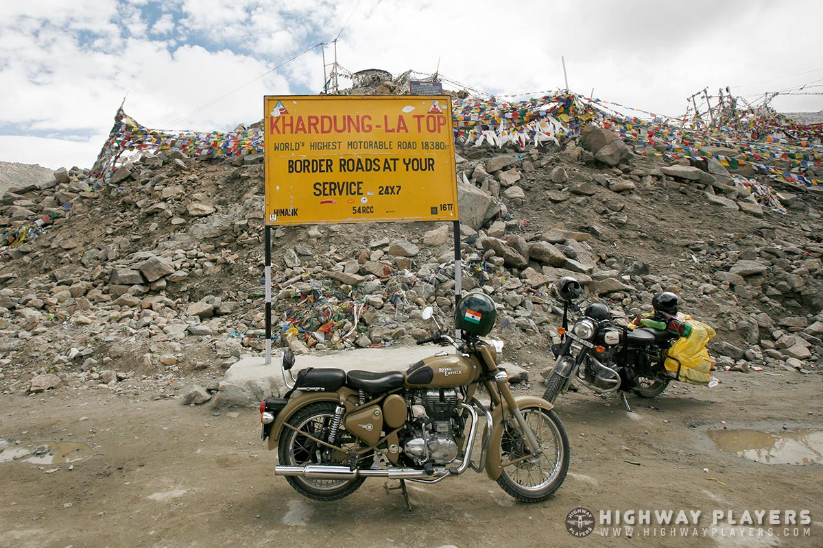 khardungla top, motorable road, road, highest road, khardung-la