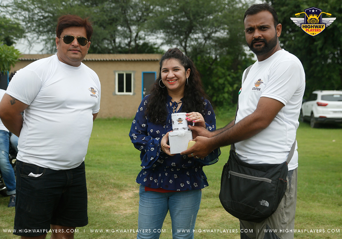 Winner of the Round Chair Event Mrs. Parul Baloni at The Blue Camp during Highway Players Independence Day Ride